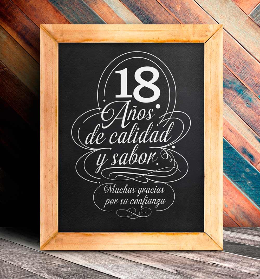 Caligrafia en pizarra de madera para los 18 años de la cafetería Ilvia
