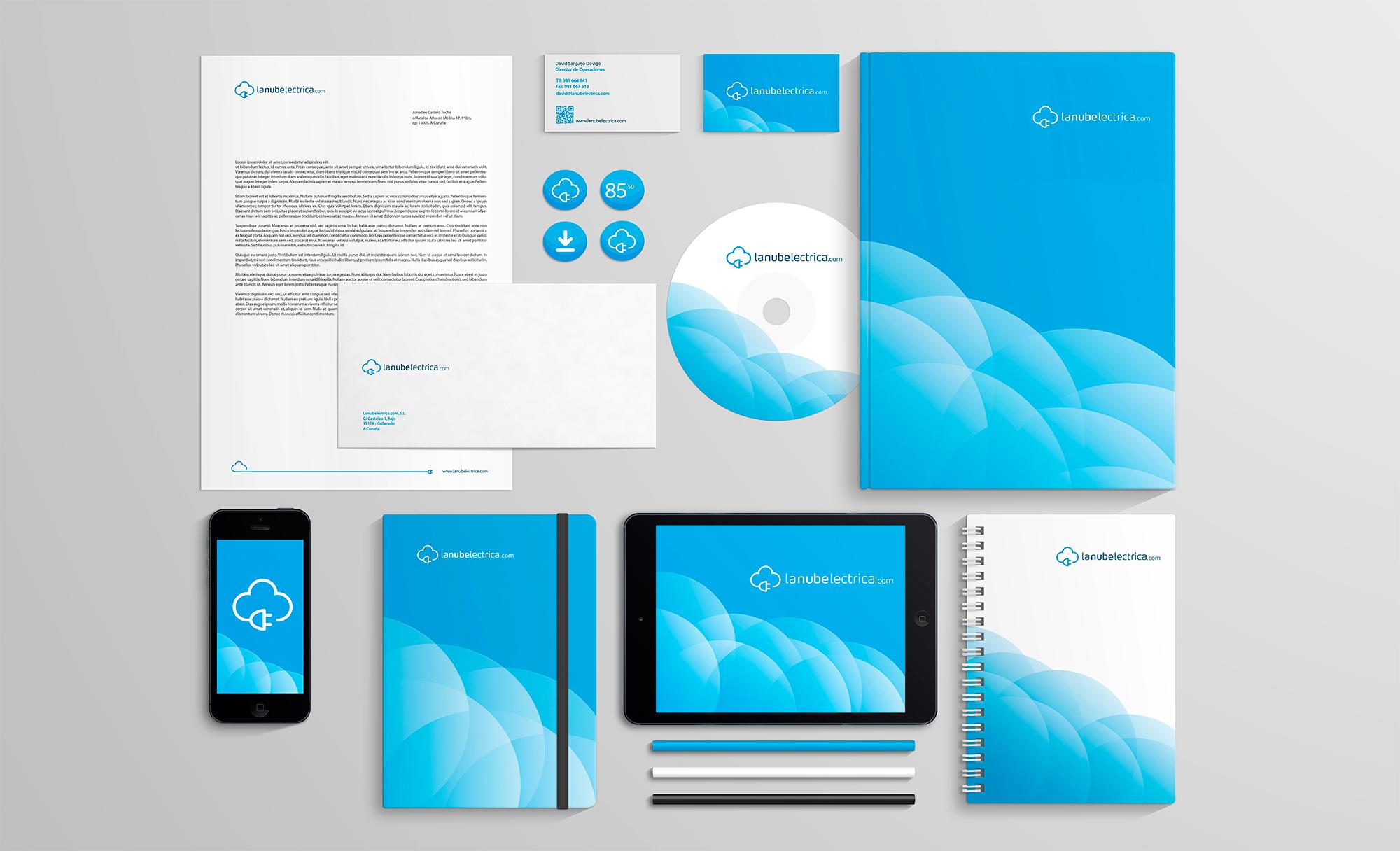 Diseno de papelería, sobres y libretas para la identidad corporativa de la nube eléctrica