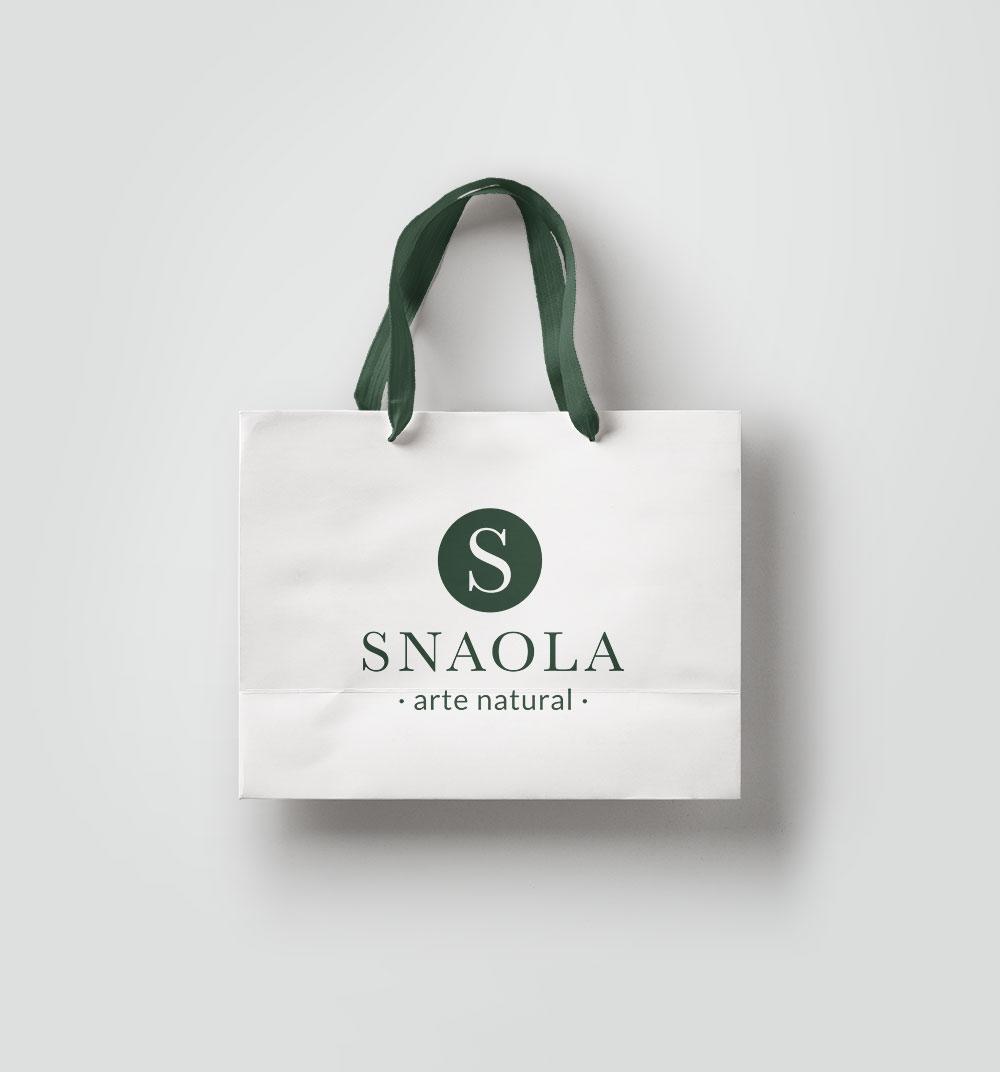 Diseño de bolsa de papel con el logotipo diseñado para la peluquería