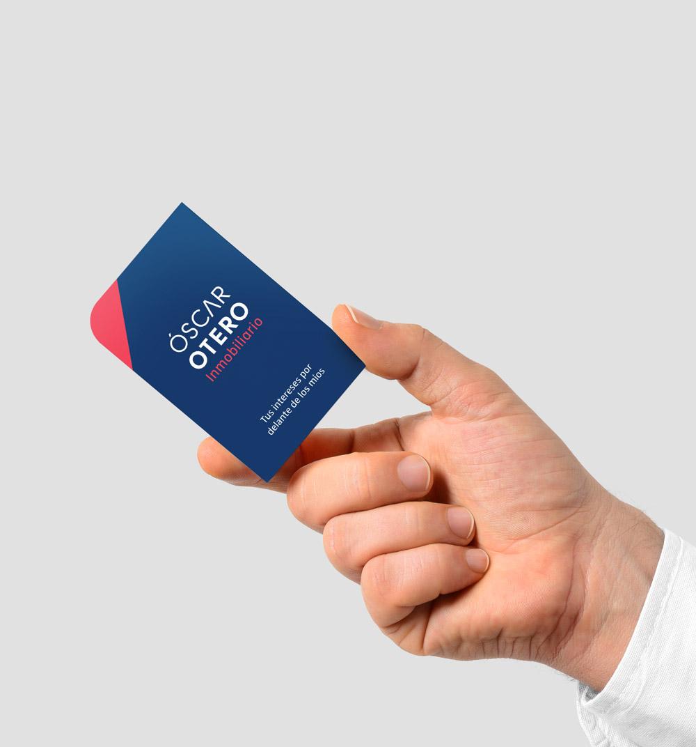 Diseño de la tarjeta de visita a dos tintas pantone, colores corporativos de la nueva identidad
