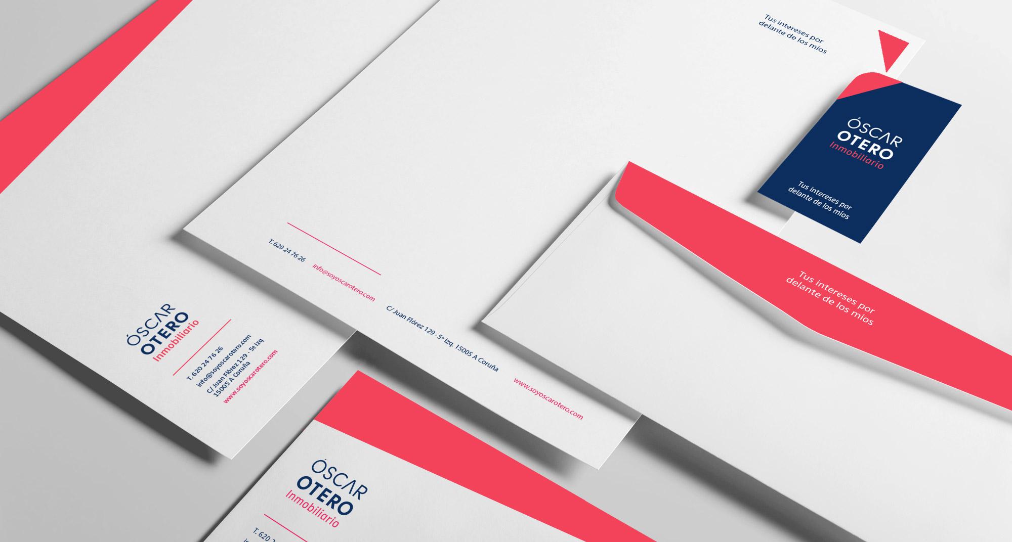 Papelería corporativa de la marca, compuesta por tarjetas, sobres y papel de carta impresos a dos tintas